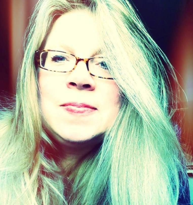 Em.green.hair